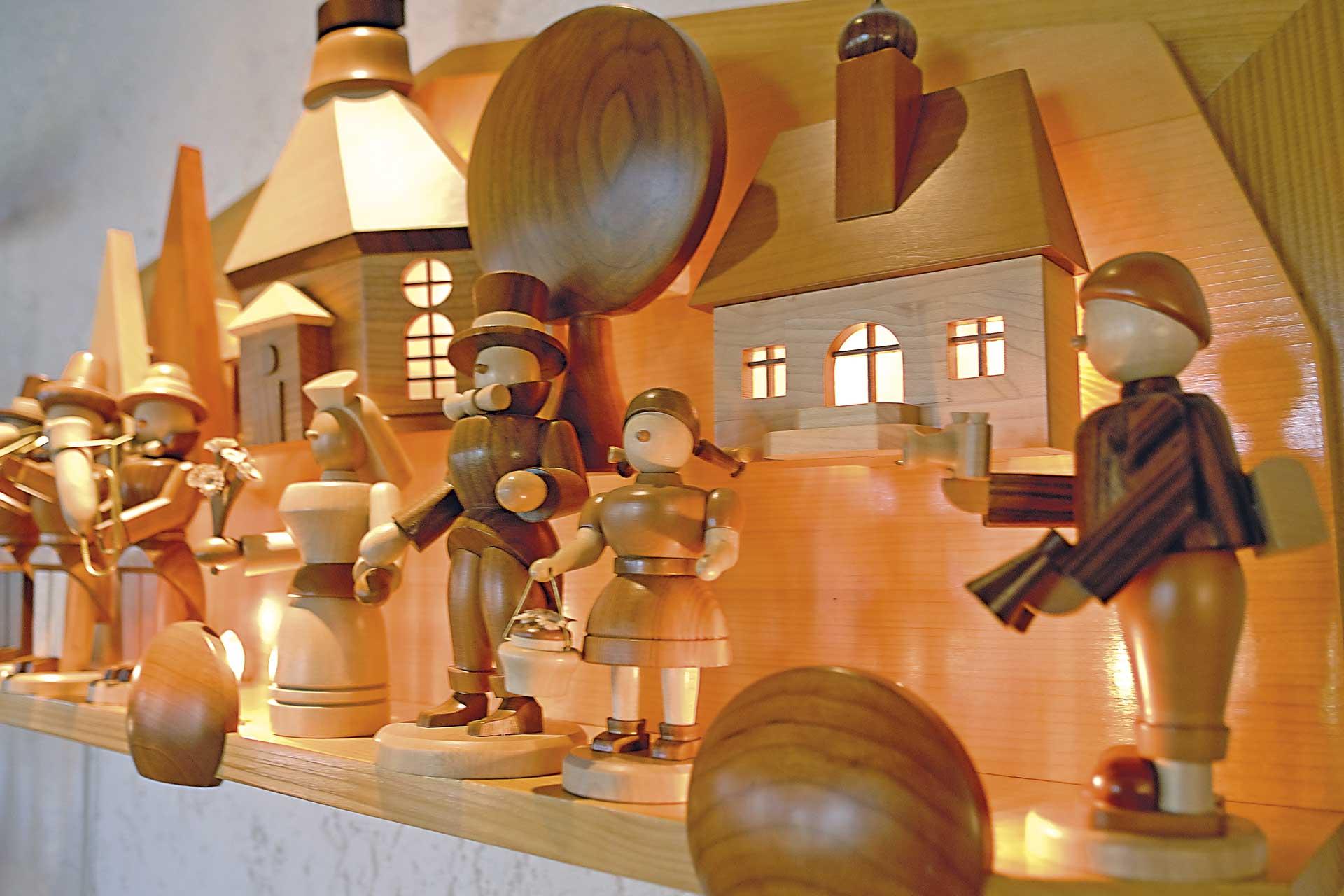 hotel-berghof-holzkunst-figuren