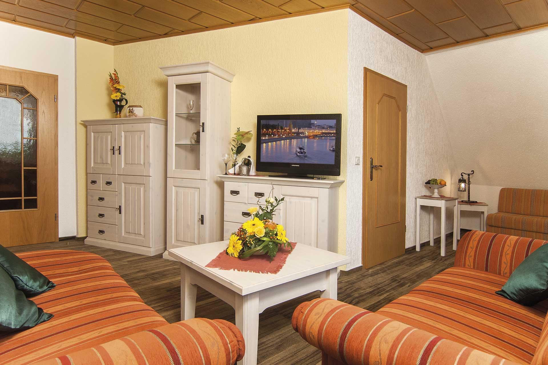 hotel-berghof-zimmer-wohnbereich