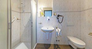 hotel-berghof-badezimmer